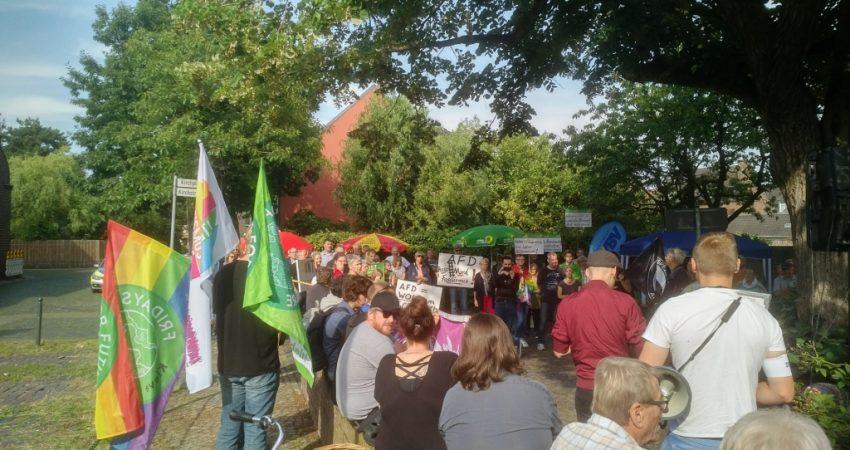 Zahlreich und friedlich Demonstrierende